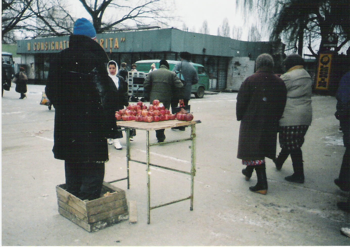 pomegranate-seller-in-chisinau
